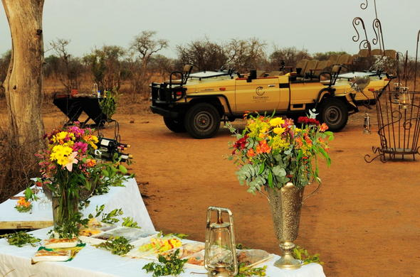 Open-air bush dinners are offered at Tintswalo Manor House.